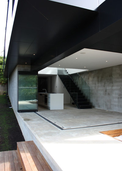 Modern  by Chris Tate Architecture