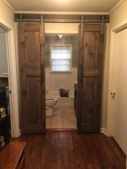 Rustikale badezimmer mit beigefarbenen w nden ideen f r - Rustikale badezimmer ...