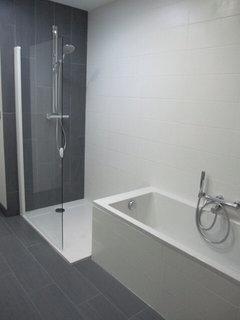 Am nager une baignoire dans sa douche pour ou contre for Bain et douche cote a cote