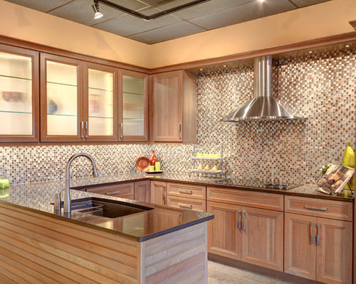 Kitchen design ideas renovations photos with stainless for Chocolate kitchen cabinets with stainless steel appliances