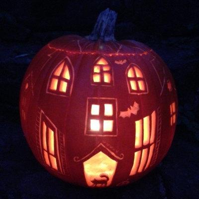 halloween deko wie man einen gruseligen halloween k rbis. Black Bedroom Furniture Sets. Home Design Ideas
