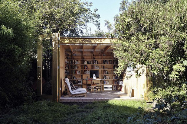 Rustic Garden Shed in addition to Building by Office Sian Architecture & Design