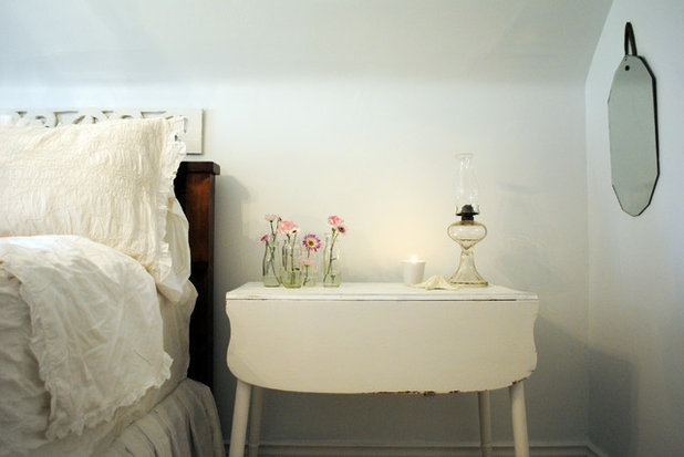 Shabby-chic Style Bedroom Canadian Cottage