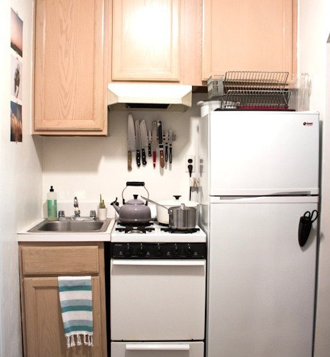 Small rental apartment kitchen home design ideas pictures for Rental kitchen ideas