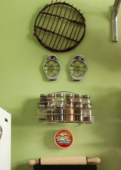 My Houzz: Walls and Shelves Are This Collector's Colorful Canvas