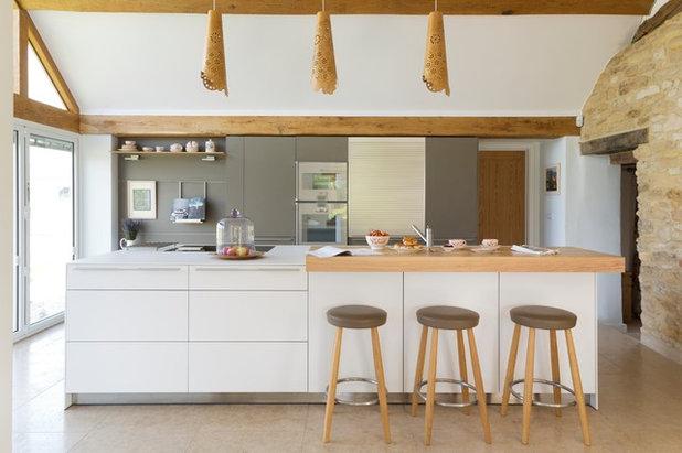 Ugens køkken: Moderne køkkenudbygning på et gammelt gårdhus