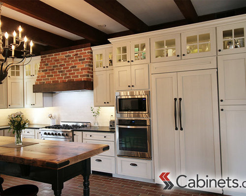 Charming Virginia Colonial Kitchen with Shaker Style Cabinets