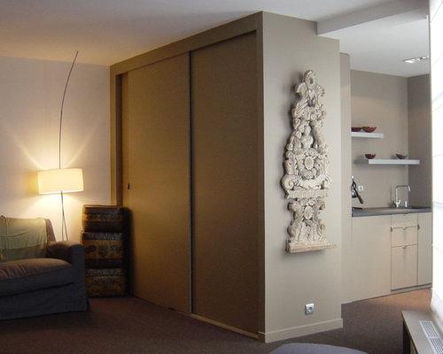 Kleines Ankleidezimmer mit Kassetten-Schrankfronten - Ideen für ...