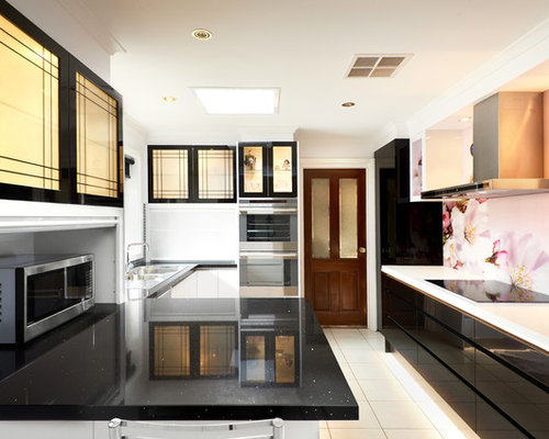 Kitchen design ideas renovations photos with pink for Pink and black kitchen ideas