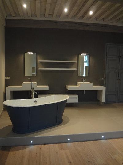 R novation astuces pour camoufler c bles lectriques for Salle de bain sol noir