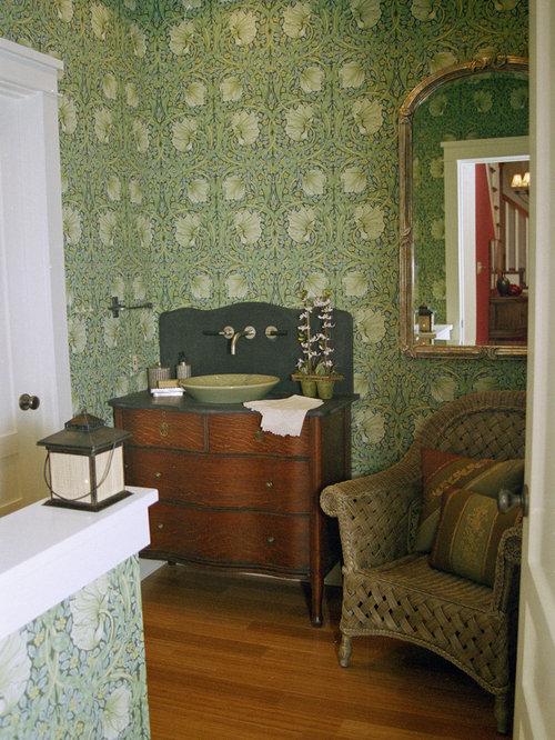 Salles de bains et wc de taille moyenne avec un sol en for Taille moyenne salle de bain