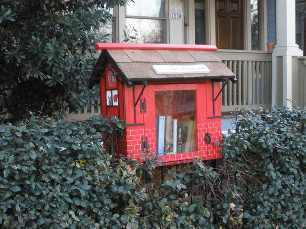Book it bring a mini library to your front yard for Mini library at home