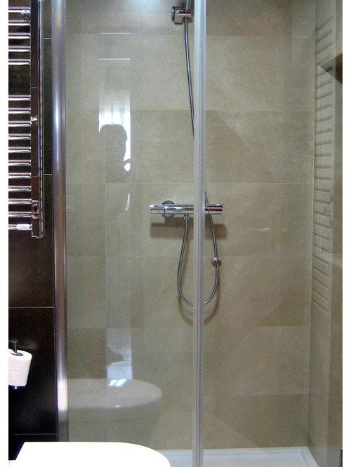 Salles de bains et wc avec un placard porte persienne for Placard suspendu salle de bain