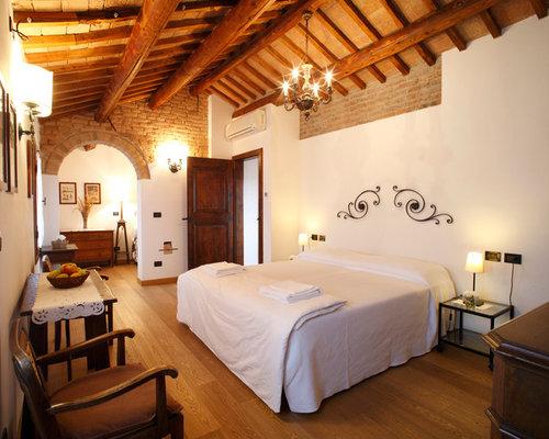 Idee e foto di camere da letto in campagna italia for Camere da letto b b italia