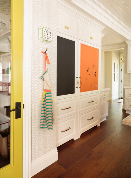 Kitchen of the week splashes of color and country charm for Ann wolf interior decoration