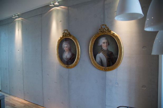 Gamla oljem lningar och familjeportr tt f r nytt liv i for Habiller un mur interieur