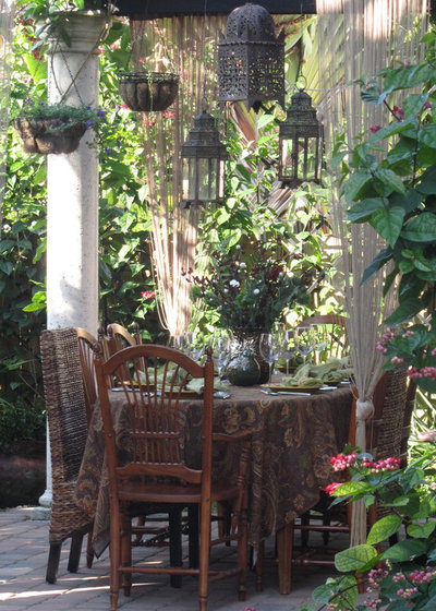 Tropical Outdoor Holiday Table