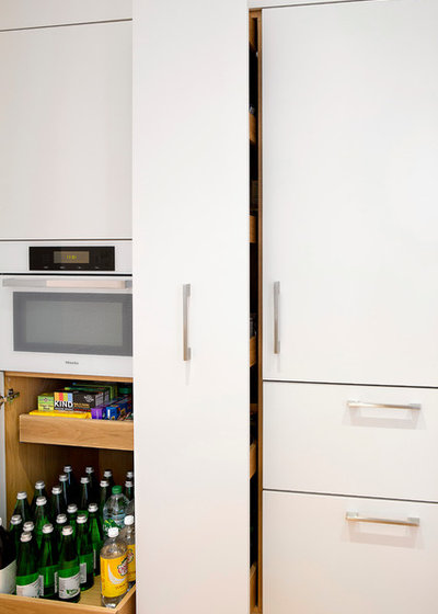 Kitchen of the Week: Space-Saving Tricks Open Up a New York Galley