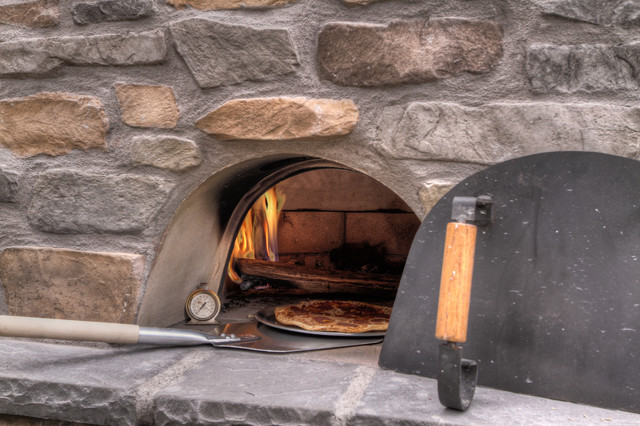 Outdoor fireplace with pizza oven klassisch portland for Paradise restored landscaping exterior design