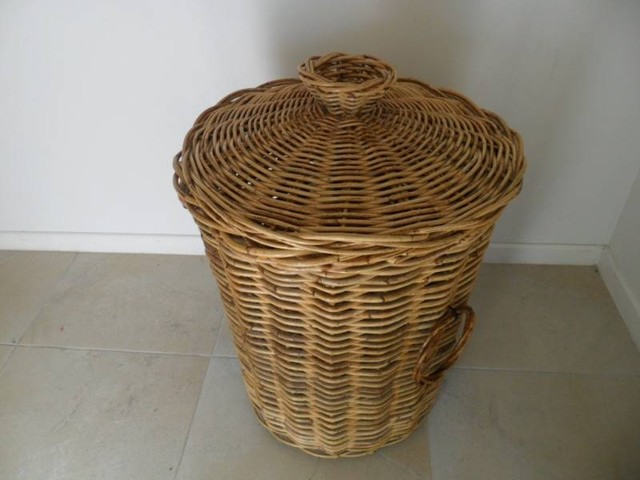 large cane wicker laundry basket with lid. Black Bedroom Furniture Sets. Home Design Ideas