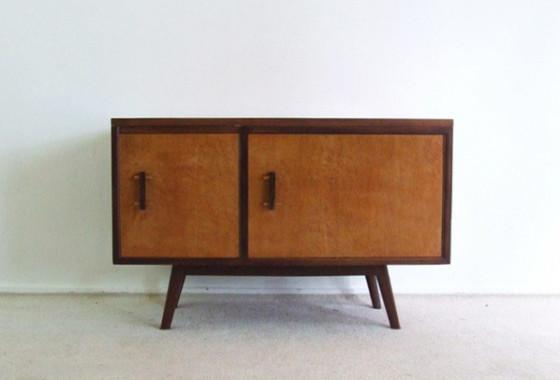 kleines sideboard aus italien mid century sideboards. Black Bedroom Furniture Sets. Home Design Ideas