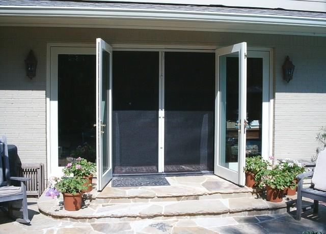 Retractable screens for doors traditional screen doors for Accordion retractable screen doors