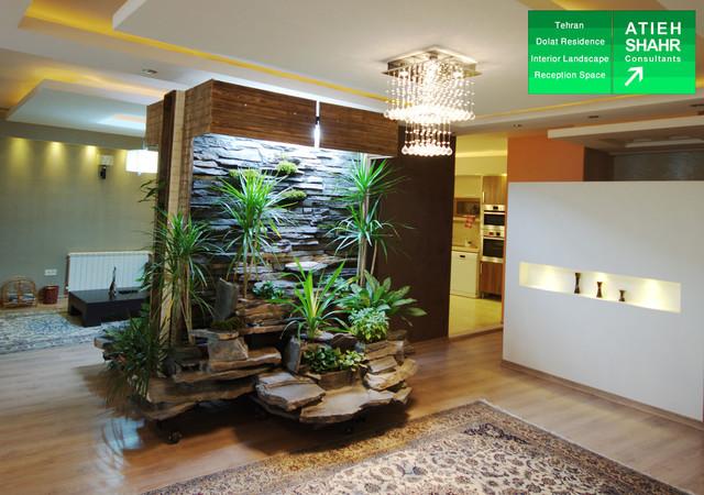 Interior landscape of dolat residence moderno vasi e fioriere per interni di atieh shahr - Fioriere per interni ...