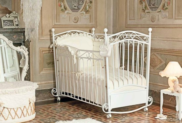 Old Fashioned Baby Cots 16