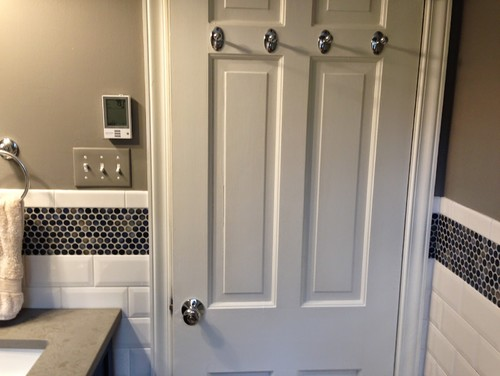 Do The Hooks On The Back Of Your Bath Door Mar The Wall When Door Open