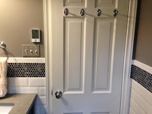Do The Hooks On The Back Of Your Bath Door Mar The Wall When Door Open