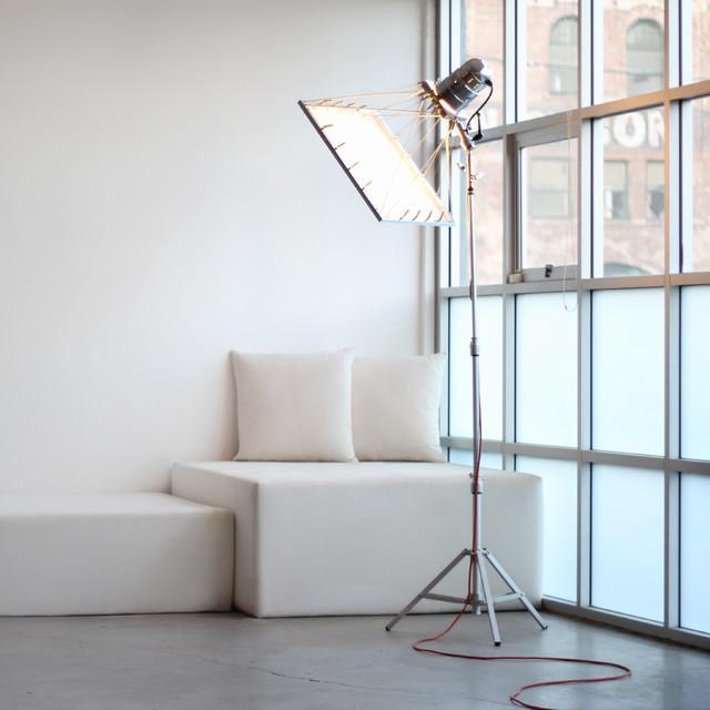 Si huis bi plane floor lamp and sofa modern floor lamps los angeles by si huis - Huis lamp wereld nachtkastje ...