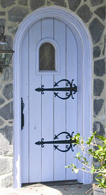 Old world collection dbyd3022 traditional front for Cottage style front doors