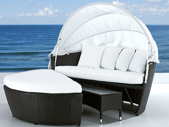 Wicker patio furniture modern outdoor chaise lounges for Chaise longue toronto
