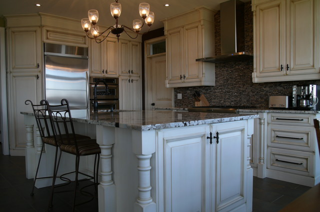 Classic kitchens for Classic kitchen cabinets toronto