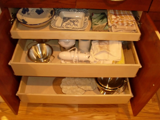 Pull Out Shelves For Your Kitchen Cabinets