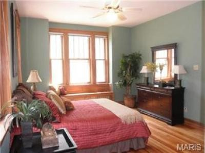 Wood trim bedroom for Furniture u district
