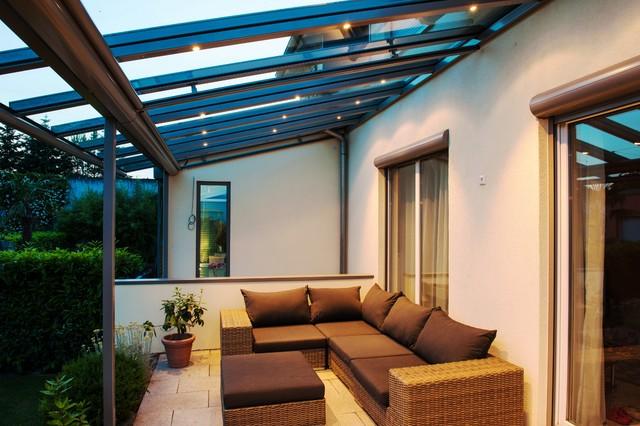 f r lange sommern chte terrassendach mit integrierter beleuchtung modern terrasse und balkon. Black Bedroom Furniture Sets. Home Design Ideas