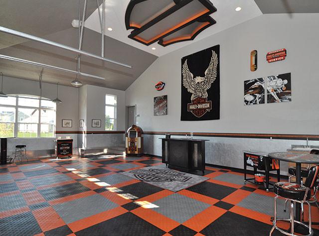 Racedeck garage flooring harley davison theme garage for Carrelage sol garage