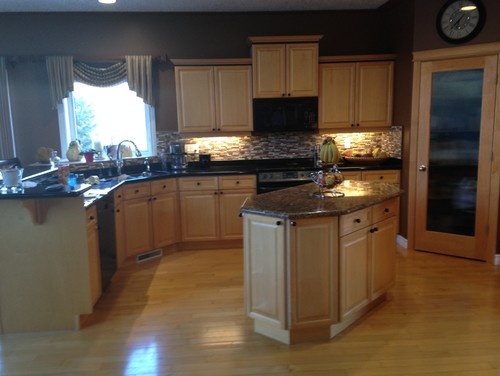 to paint or not to paint kitchen cabinets?