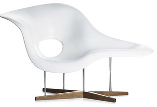 eames la chaise danish design store modern chaise. Black Bedroom Furniture Sets. Home Design Ideas