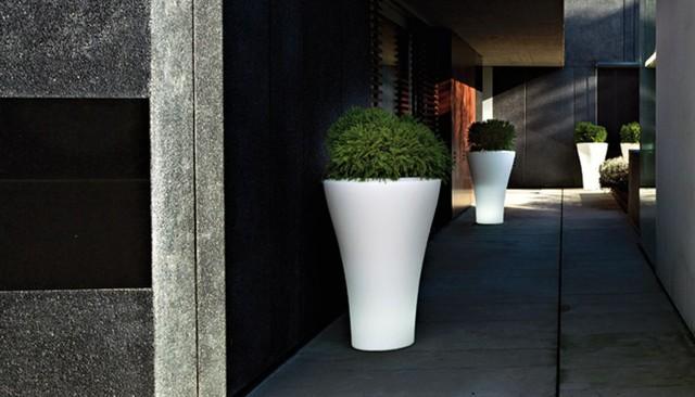 Ming High Planters By Serralunga Modern Outdoor Pots