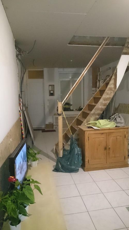Quelle couleur pour mon escalier omnipr sent - Escalier milieu de piece ...