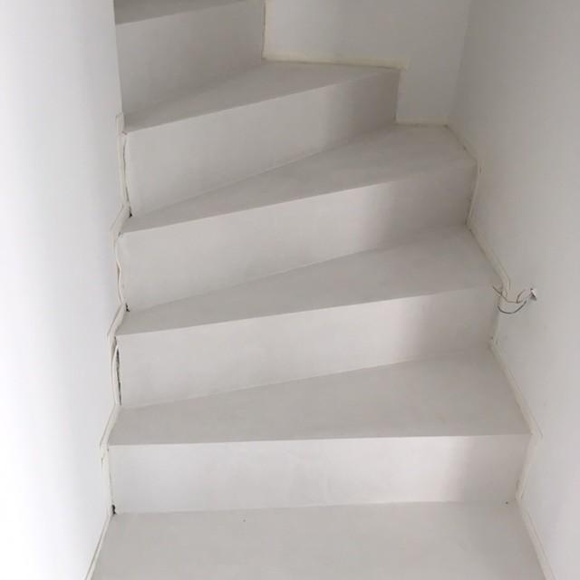treppe in betonoptik modern staircase other metro by beton2. Black Bedroom Furniture Sets. Home Design Ideas