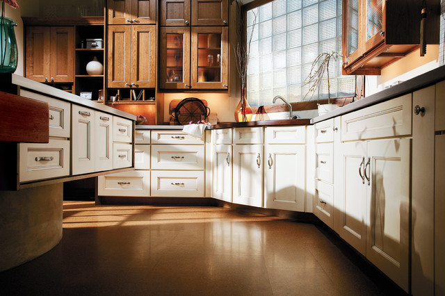 Medallion Kitchen Cabinets - Kitchen
