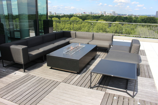 floating granite gas fire table london penthouse moderne chemin e d 39 ext rieur london. Black Bedroom Furniture Sets. Home Design Ideas