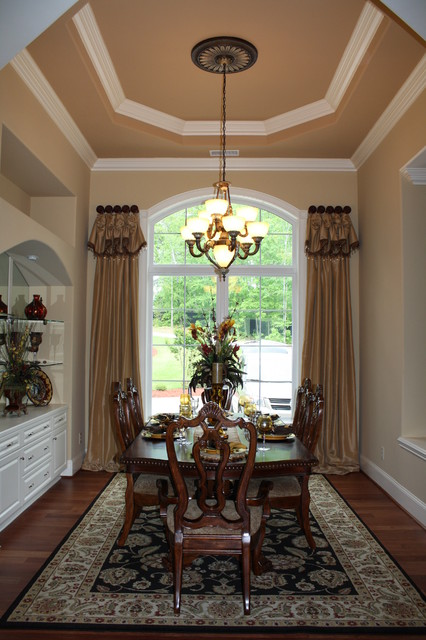 Formal dining room traditional window treatments for Valances for dining room windows