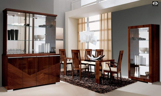 Extendable Rectangular In Wood With Glass Top Fabric Seats