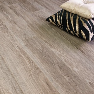 select sacramento oak 8mm light gloss shabby chic laminate flooring manchester uk by. Black Bedroom Furniture Sets. Home Design Ideas