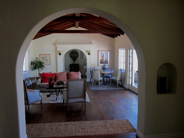 Small spanish style living room in santa barbara ca for Small room in spanish