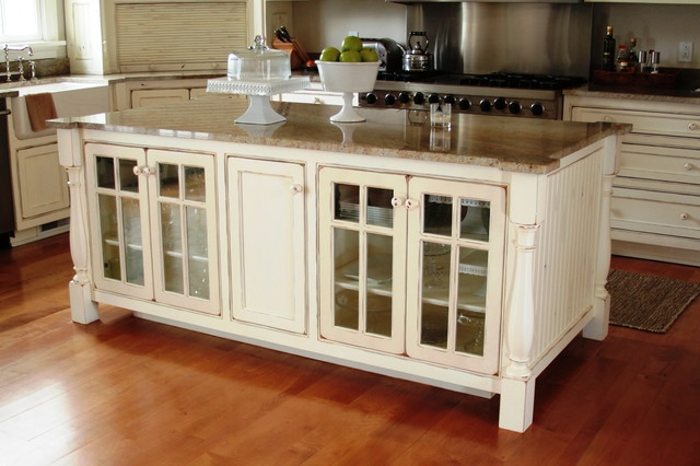 Kitchen islands that look like antique furniture home for Traditional kitchen designs with islands